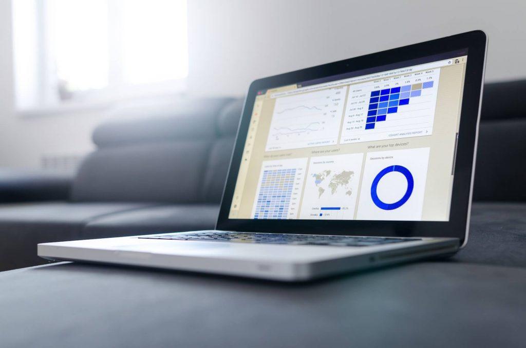 data-graphs-laptop-577210